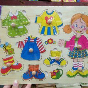 Bảng ghép hình thời trang bé gái/bé trai bằng gỗ (có núm)