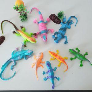 Đồ chơi mô hình chủ đề côn trùng hoặc bò sát