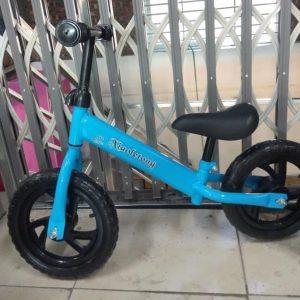 Xe thăng bằng cho bé (xanh dương, đỏ)